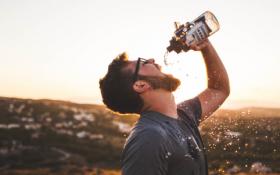 Performance creative scadenti? Bevete due bicchieri d'acqua.